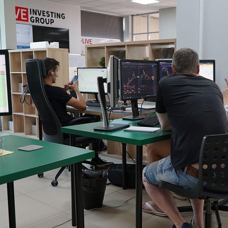 Ученики онлайн-курса приехали на стажировку в дилинг LIVE Investing group