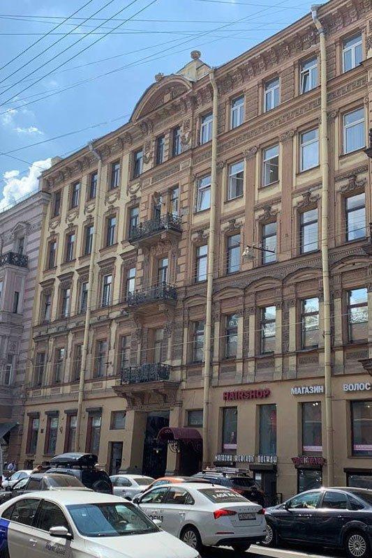 Офисное здание, в котором расположен филиал школы трейдинга проп-компании LIVE Investing group в Санкт-Петербурге