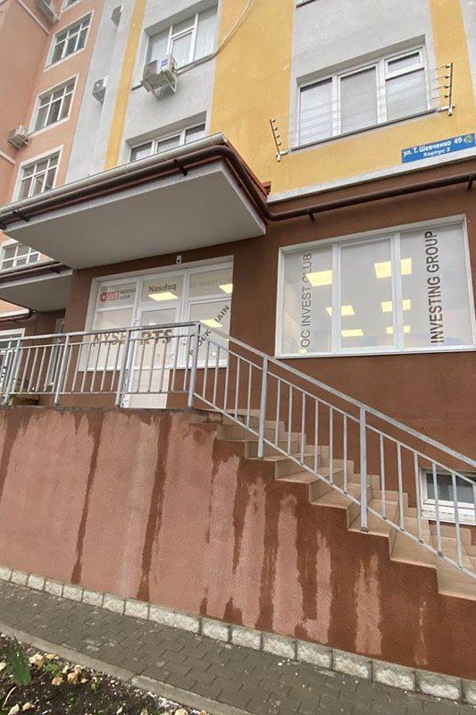 Офисное здание, в котором расположен филал школы трейдинга проп-компании LIVE Investing group в Севастополе